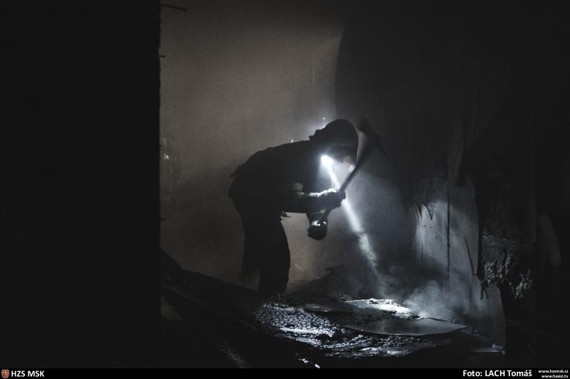pozar-tesko-objektu-v-ostrave-likvidovalo-pet-jednotek-hasicu-25-2