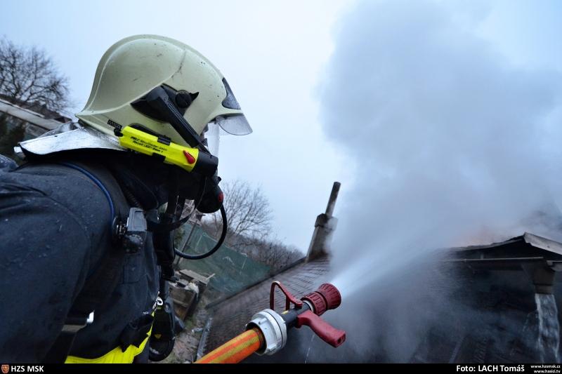 hasici-ze-ctyr-jednotek-likvidovali-porar-chaty-v-ostrave-4-2
